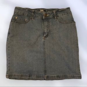 Very nice condition!  Lee Mid rise denim skirt